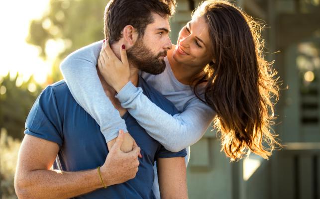 İlişkinizin Duygusal IQ'sunu Yükseltmenizin 7 Etkili Yolu
