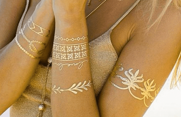 The biggest feature that distinguishes Flash tattoos from other tattoos is that they are easy to apply and have a metallic appearance
