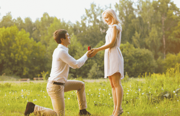 Erkekler Neden Dizlerinin Üstünde Evlilik Teklifi Eder?