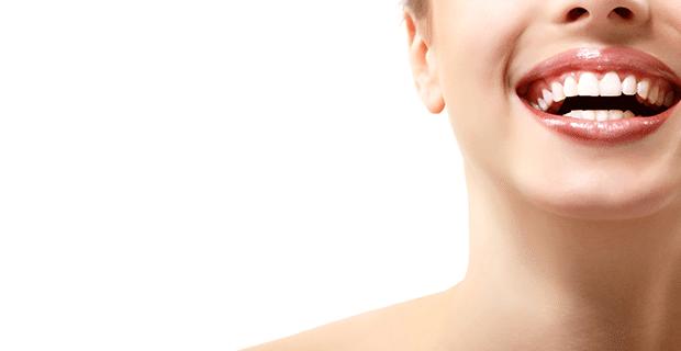 İnci Gibi Dişlere Merhaba: Doğal Malzemelerle 10 Yöntemle Evde Diş Beyazlatma