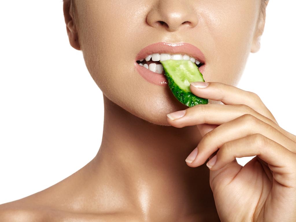 Evde Diş Beyazlatmanın 7 Doğal Yolu İçin Tıklayınız