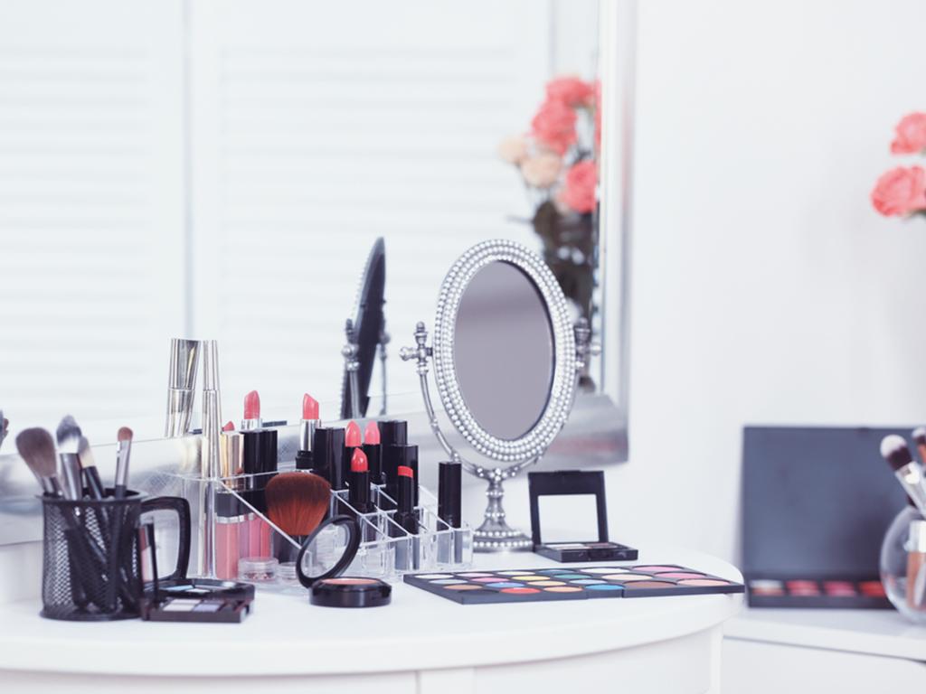 Makyaj masanızı düzenlemenin kolay yolları